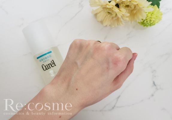 化粧水を塗った肌