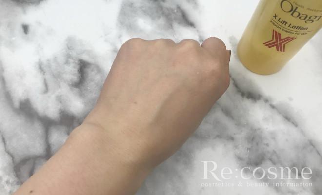 オバジXの化粧水を軽く馴染ませた様子
